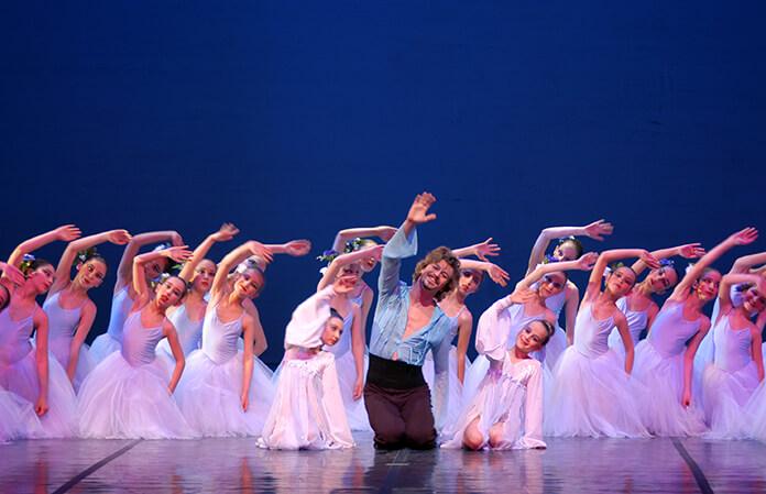 bale sanatçısı tan sağtürk