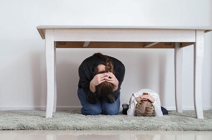 çocuklara deprem sonrasında nasıl davranılmalı