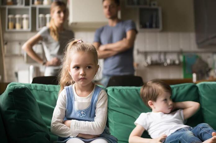 ailenin aynaya yansıması çocuktur